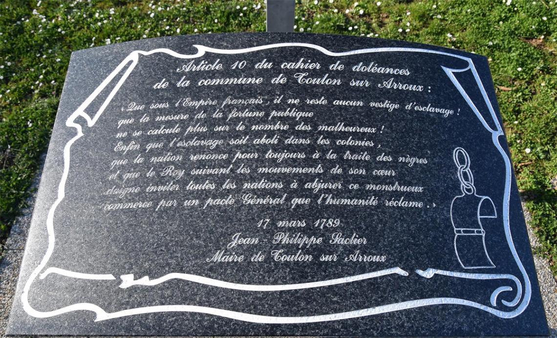 L'article 10 du cahier de Doléances et le mémorial qui retient le souvenir du vœu des habitants de Toulon-sur-Arroux le 7 mars 1789.