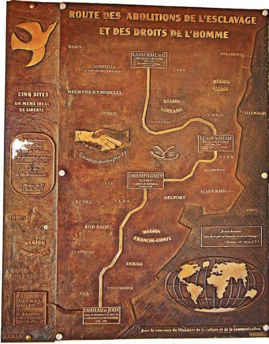 Plaque de la route des abolitions à l'entrée des sites de champagney, Emberménil, Fessenheim, Chamblanc et du Fort de Joux.